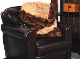 Hvordan sove i en stol med en Blanket