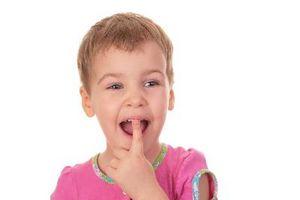 Hva du skal gjøre hvis barn svelger et Nickel?