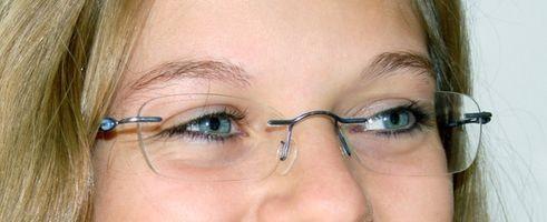 Hvordan reparere en ripe på Brille linser med antirefleksbelegg