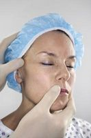 Hvordan behandle en Facial Cyste
