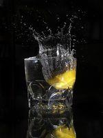 Hva er fordelene med varmt vann og sitron?