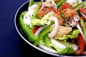 Hva bør en person spise til lunsj for å miste vekt?