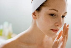 Hvordan bli kvitt rødhet og mørke flekker på ansiktet
