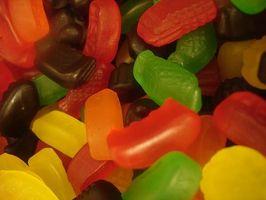 Hva er syntetiske mat farger laget av?