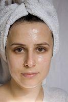 Produkter som hjelper oljeproduksjonen på fet hud