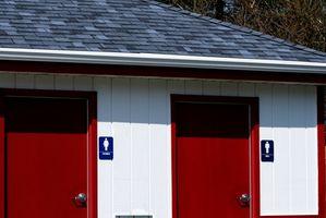 Hva kan eliminere en sterk urin lukt fra offentlig toalett?