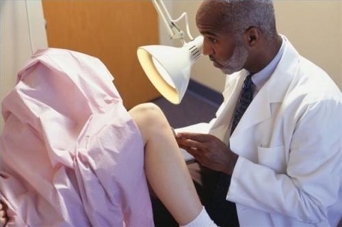 Hvordan gjenkjenne symptomer på Ovarian Cyste
