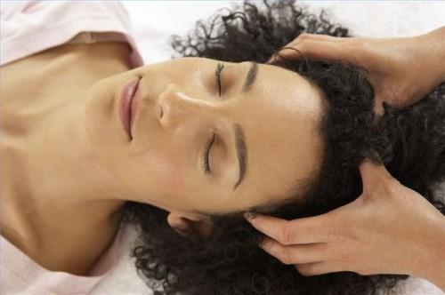 Hvordan gi deg selv en hodebunnsmassasje