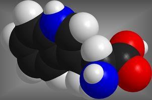 Hva er Serotonin skilles ut av?