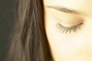 Hvordan Stopp Eye Rykninger Naturligvis