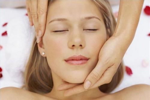 Hvordan å massere med øret trekker i cranial massasje