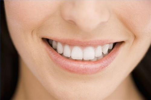 Hvordan forberede seg til bleke tennene hjemme
