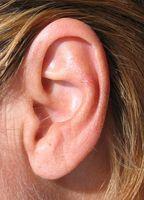 Hvordan trekke vann ut av øret når blokkert av Air