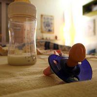 Hvordan å gjenkjenne tegn på autisme i Spedbarn