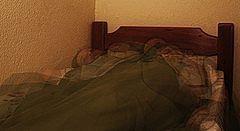 Hvordan Stopp kaste og snu i seng