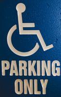 Tilskudd til funksjonshemmede mennesker til å få Biler med Håndkontroller