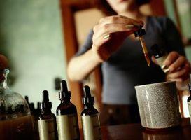 Hvordan lage en eddik Herbal tinktur