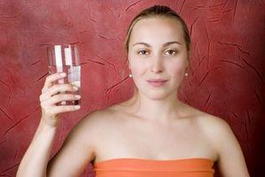 Hvordan å drikke vann for å behandle Ødem