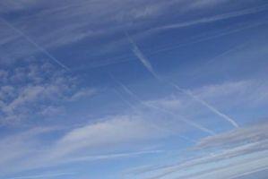 Hva er fem ting som bryter ned ozonlaget?