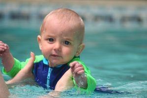 Hvordan en baby kan lære å svømme
