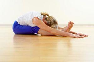 Sittende Yoga å styrke hamstrings og setemuskler