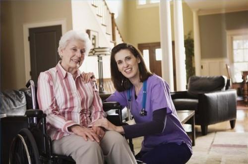 Hvordan få en forelder med Alzheimers å godta Care