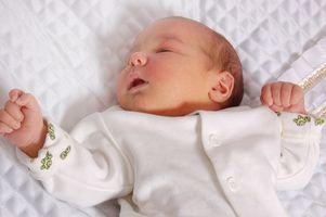 Hvordan sjekke en sovende spedbarnets Breathing