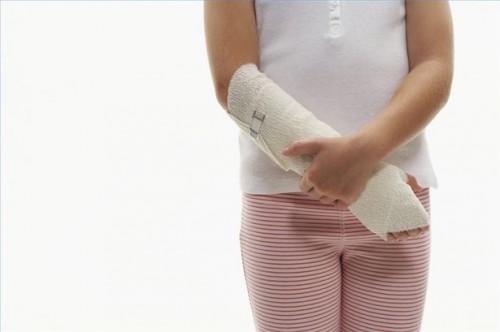Hvordan behandle Bone Bruises hos barn